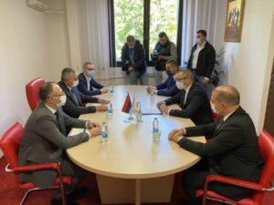 Вишковић се састао са руководством општине Прњавор