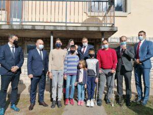 Додик у посјети седмочланој породици Јовановић: Дјеца су наша будућност
