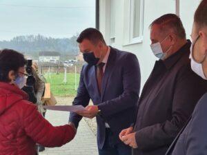 Уручени кључеви станова у Козарској Дубици (ФОТО)