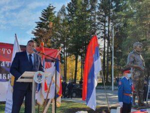 Откривен споменик Новици Гушићу; Велики дан за Невесиње и Српску (ФОТО)