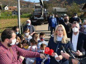 Цвијановић и Радојичић у функцију пустили километар уличне расвјете