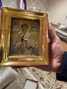 Додик поклонио Лаврову икону у позлати стару 300 године