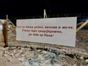 Транспарент подршке Милораду Додику са Пала