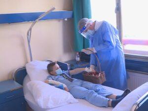 Ђајић поклонима обрадовао најмлађе пацијенте