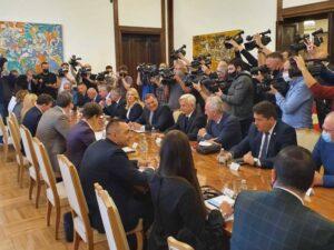 Састанак Вучића са званичницима Српске и делегацијом парламентарних странака