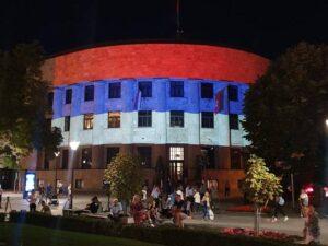 Палата Републике у бојама српске заставе