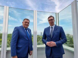 Вучић захвалио Додику и Петровићу за испоруку електричне енергије